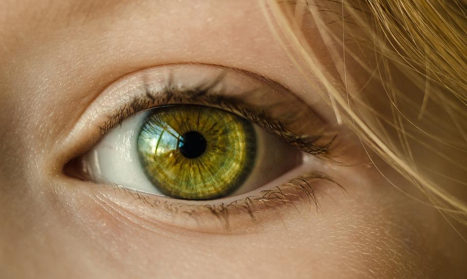 Farben-sehen-mit-geschlossenen-Augen