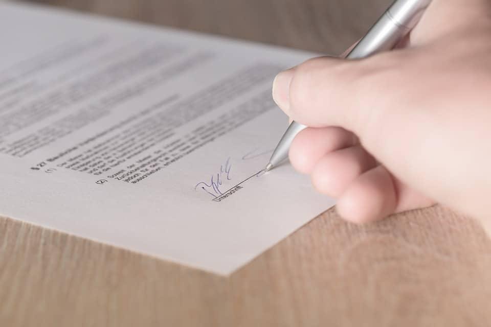 Unterschriebener-Vertrag