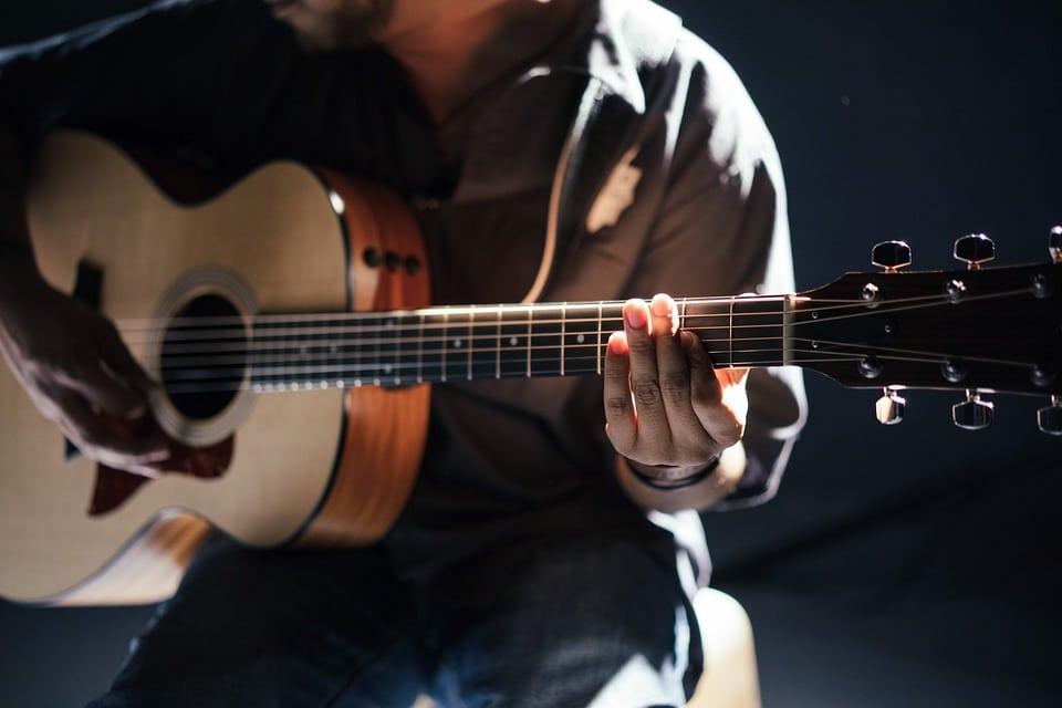 gestimmte-Gitarre